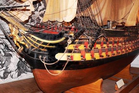Le Musée de la Marine vous accueille et vous fait découvrir sa collection maritime.